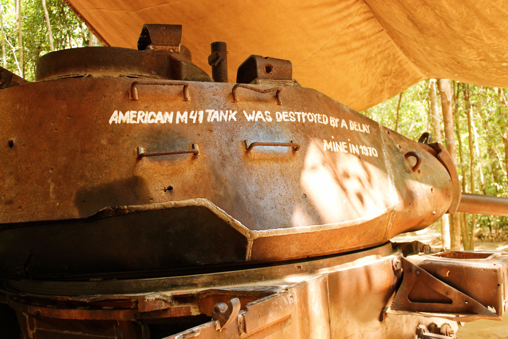 Tank bij Cu Chi tunnels, Vietnam - It's a Food Life