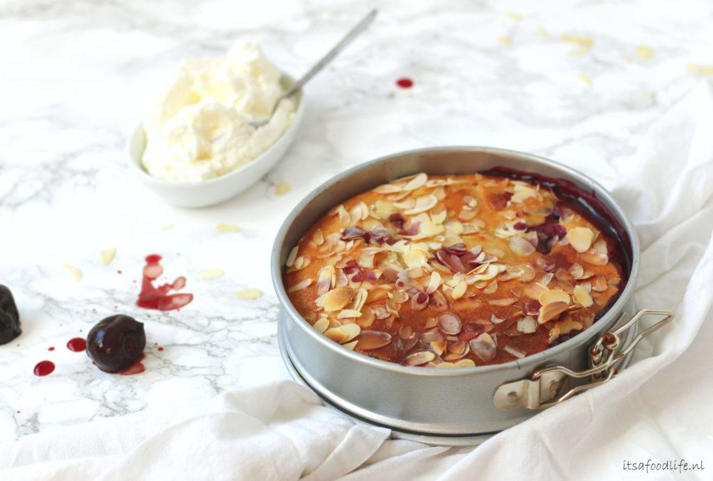 Amandel clafoutis met perzik en kersen | It's a Food life