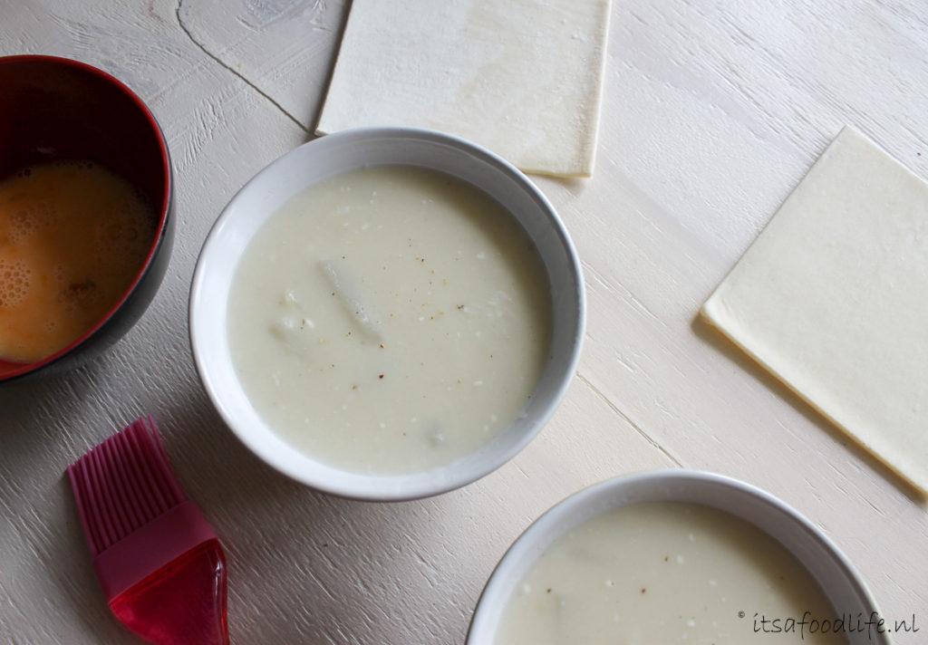 Vietnamese Pho Bo Sjonge jonge, zet ik vanochtend een onwijs lekker recept online vergeet ik 't helemaal te delen! Zoals beloofd staat het recept voor Pho Bo vandaag online! Echt zo onwijs lekker, Chris en ik aten het bijna dagelijks in Vietnam.