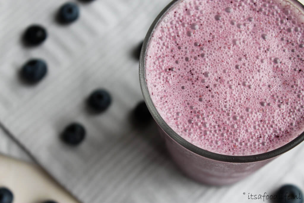 Blauwe bessen smoothie met yoghurt | It's a Food Life
