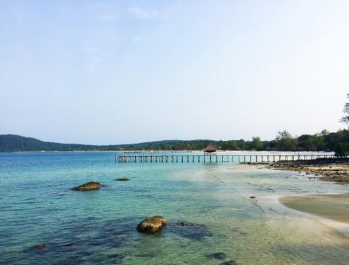 Blauwe zee bij Koh Rong Samloem, Cambodja - It's a Food Life