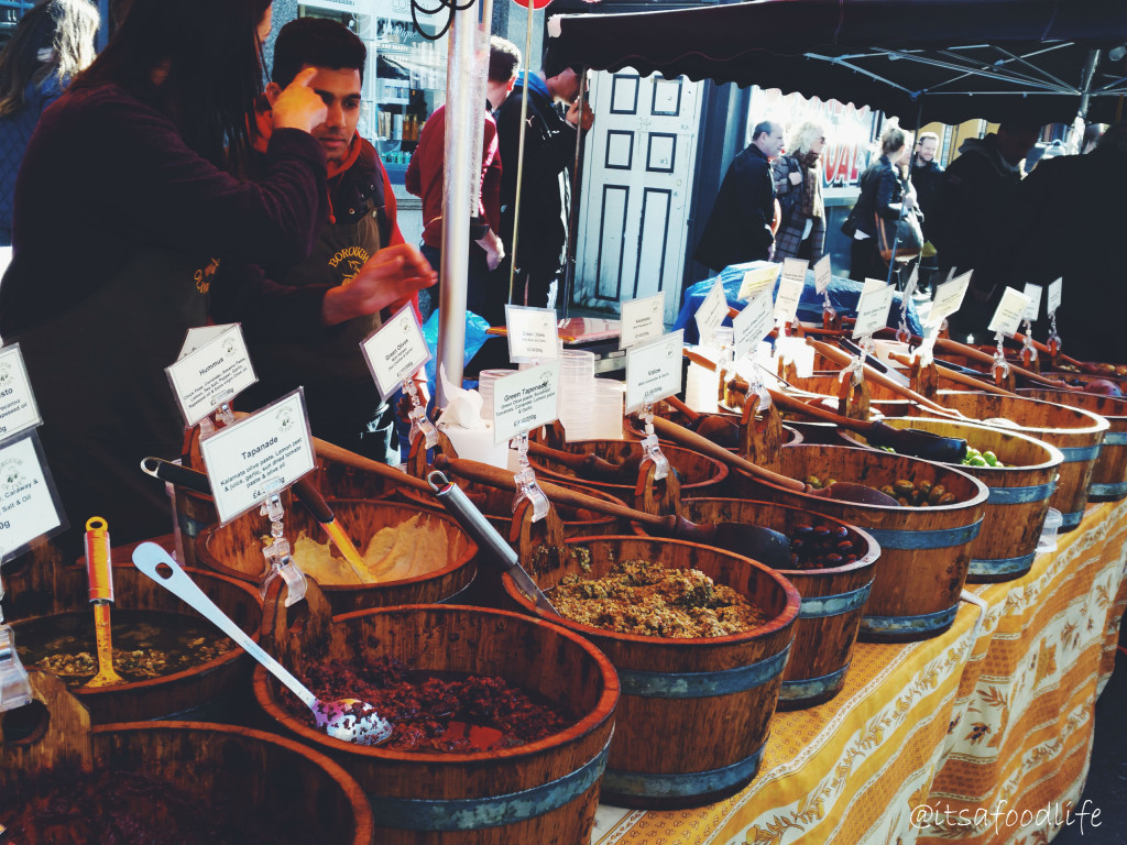 Broadway Market in Londen. De foodie hotspot met kraampjes vol eten!| It's a Food Life