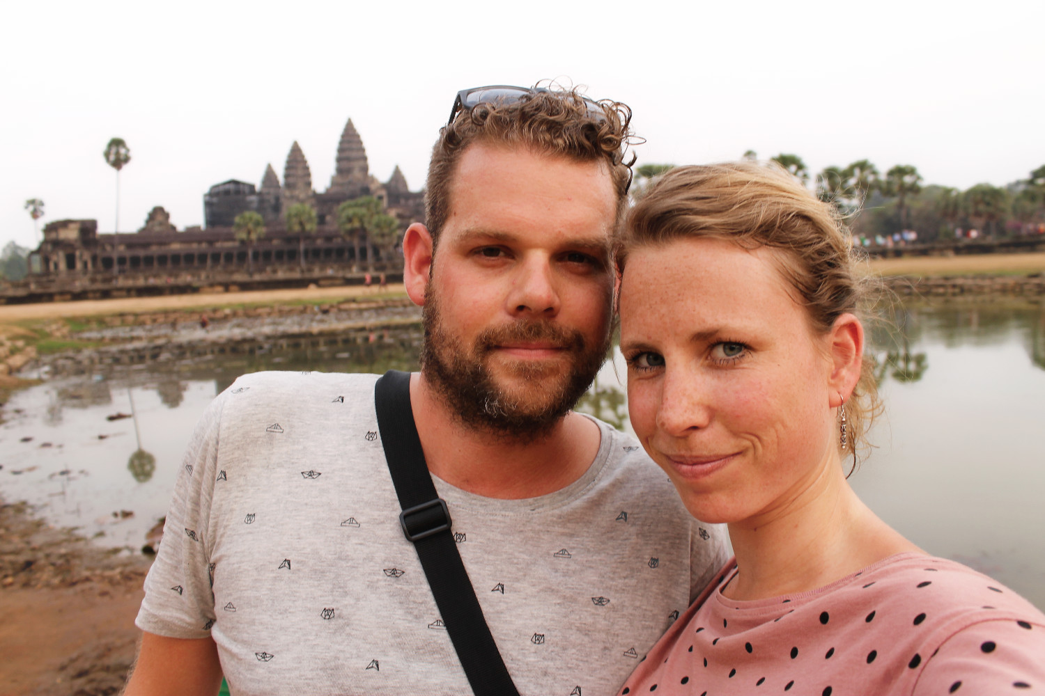 Chris en Laura bij Angkor Wat, Cambodja - It's a Food Life