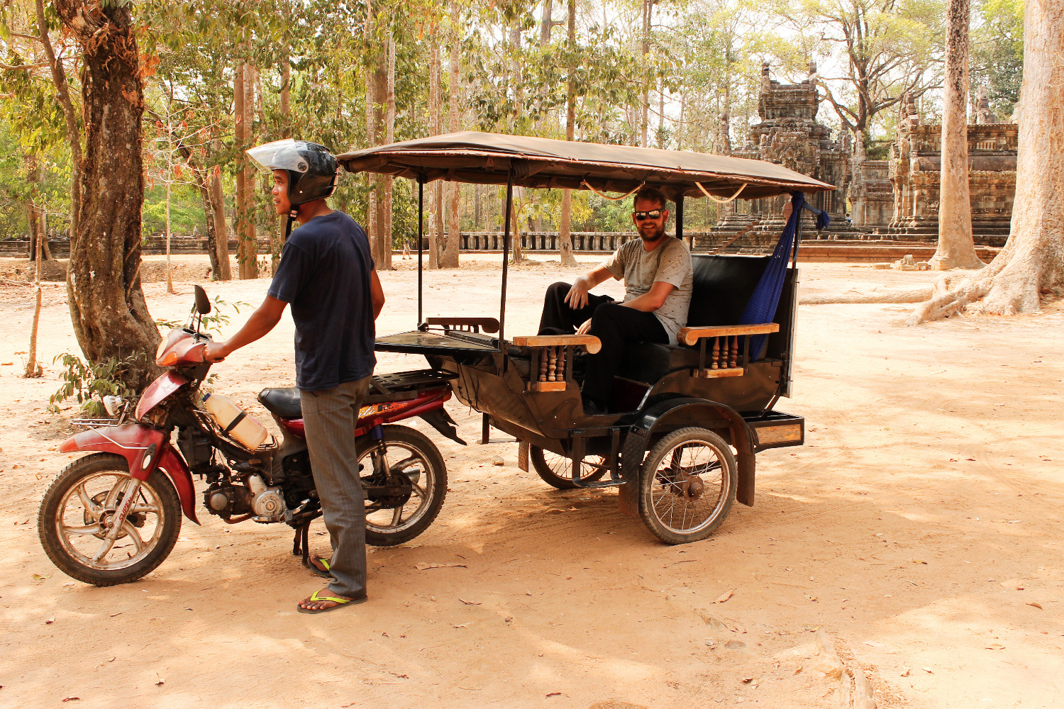 Chris en TukTuk, Cambodja - It's a Food Life