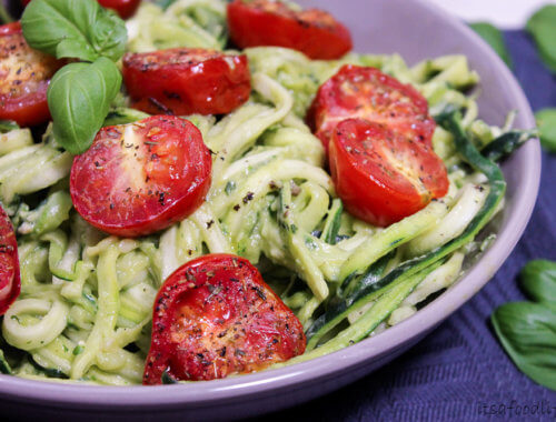Recept voor courgetti met avocado roomsaus en geroosterde tomaat | It's a Food Life