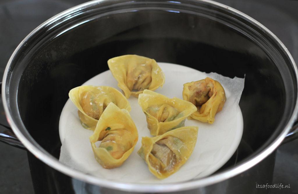 Dumplings met pompoen, zongedroogde tomaat en yoghurtsaus | It's a Food life