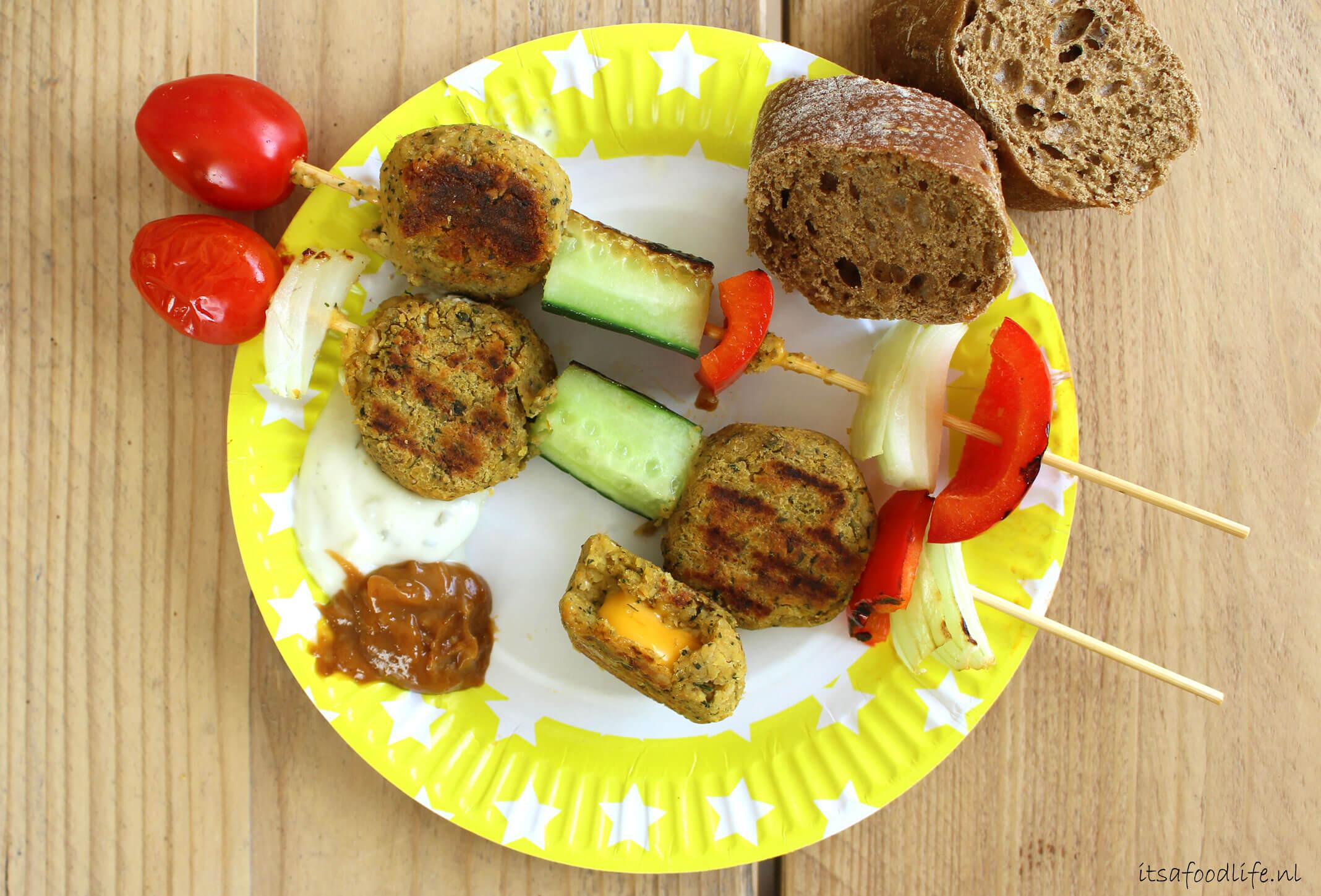 Falafelspiesjes voor op de BBQ | It's a Food Life