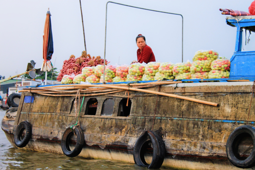 Floating Market Can Tho, Vietnam - It's a Food Life