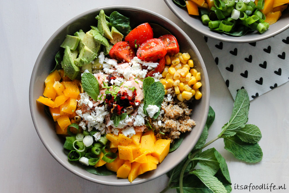 Healthy Foodbowl met quinoa, zalm en mango | It's a Food Life