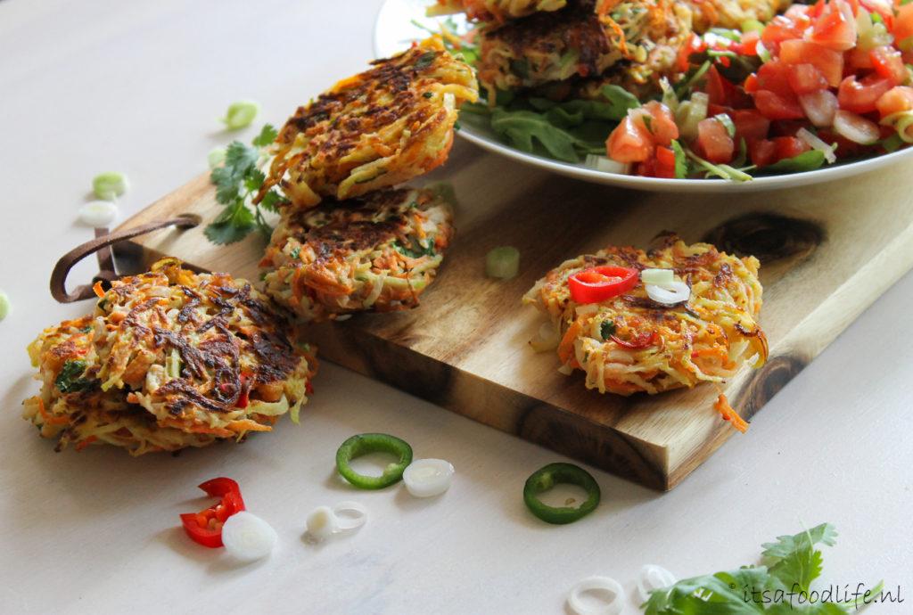Koolrabi en wortel fritters met jalapeno tomaten salsa  It's a Food Life