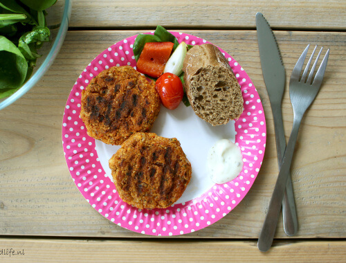 Vegetarische BBQ: pittige quinoa-linzenburger van de BBQ | It's a Food Life