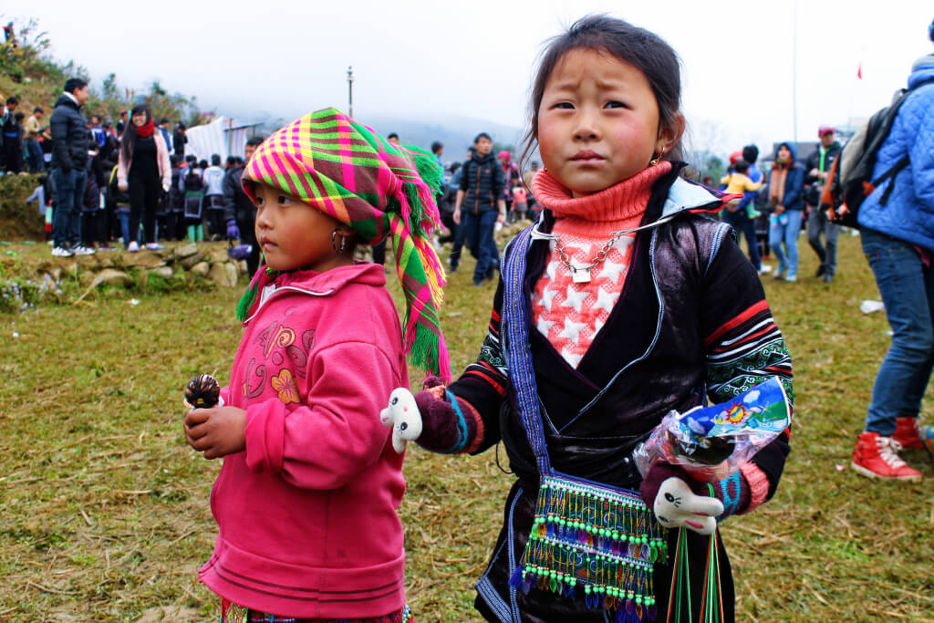 Local girls op het farmers festival in SaPa, Vietnam - It's a Food Life