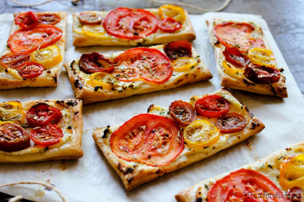 Makkelijke mini pizza's met tomaat | It's a Food Life