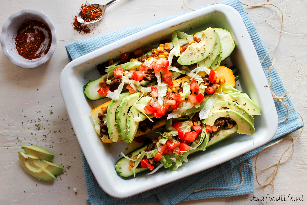 Koolhydraatarme simpele Mexicaanse gevulde courgette bootjes | It's a Food Life