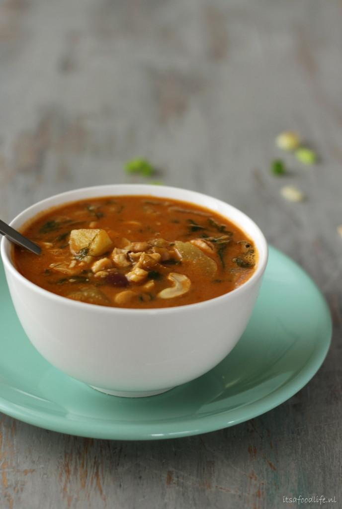 deze soep is geniaal. Stevig, pinda-ig en prima een paar dagen later nog een keer op te warmen.