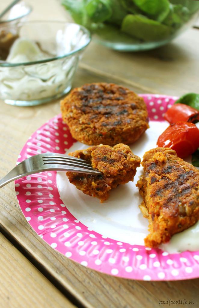 Pittige quinoa-linzen burgers | It's a Food Life