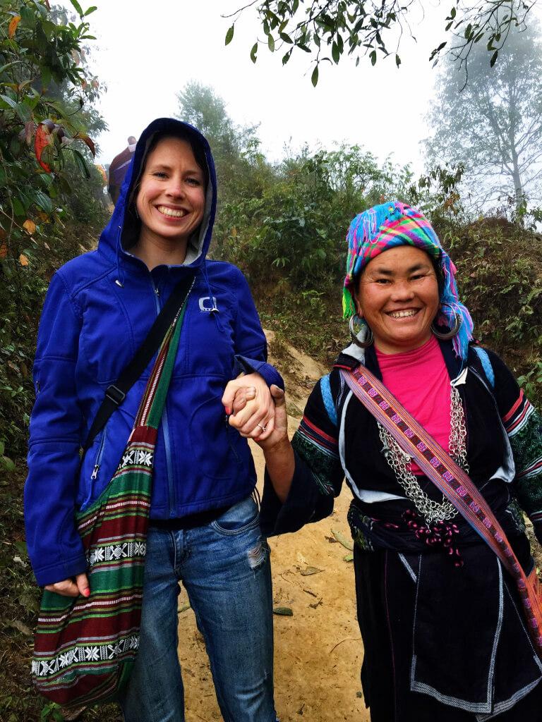 Po helpt mij tijdens de tocht in SaPa, Vietnam - It's a Food Life