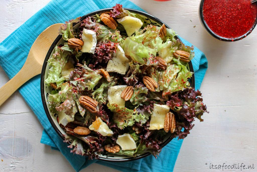 Salade met framboosdressing en gebakken brie - It's a Food Life