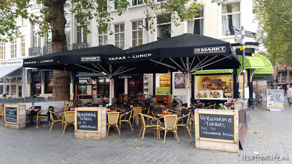 Tapasbar en borrelcafé De Markt in Breda | It's a Food Life