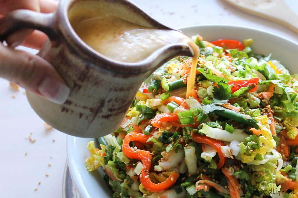Thaise salade met sesam- knoflook dressing - It's a Food Life
