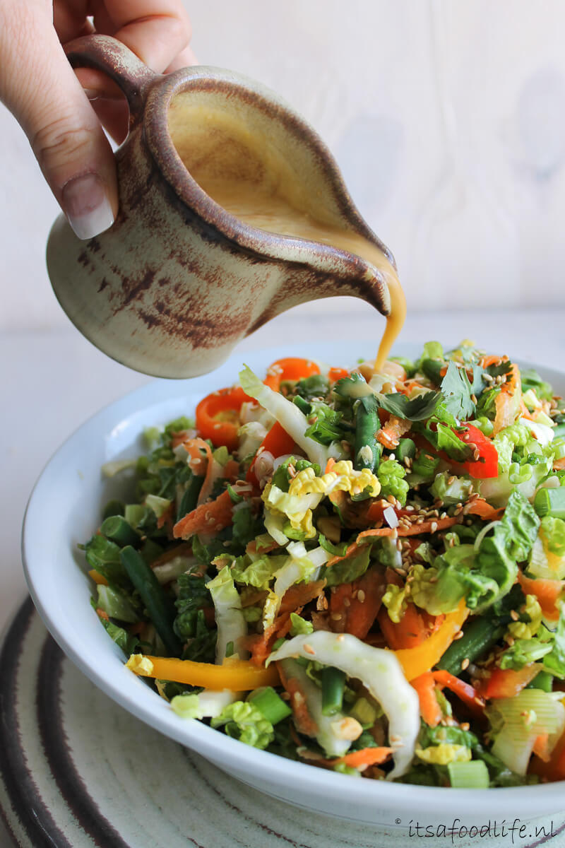 Thaise salade met sesam- knoflook dressing - It's a Food Life