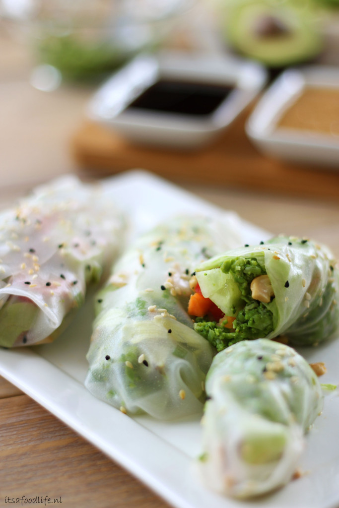 Vegan spring rolls met broccolipuree | It's a Food Life
