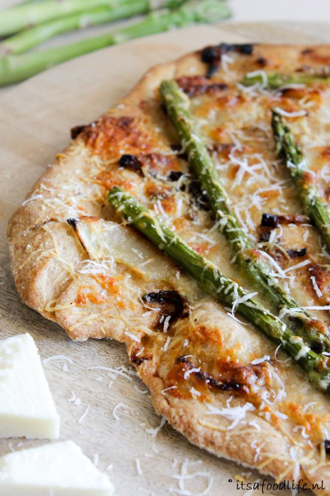 Volkoren pizza met groene asperges | It's a Food Life