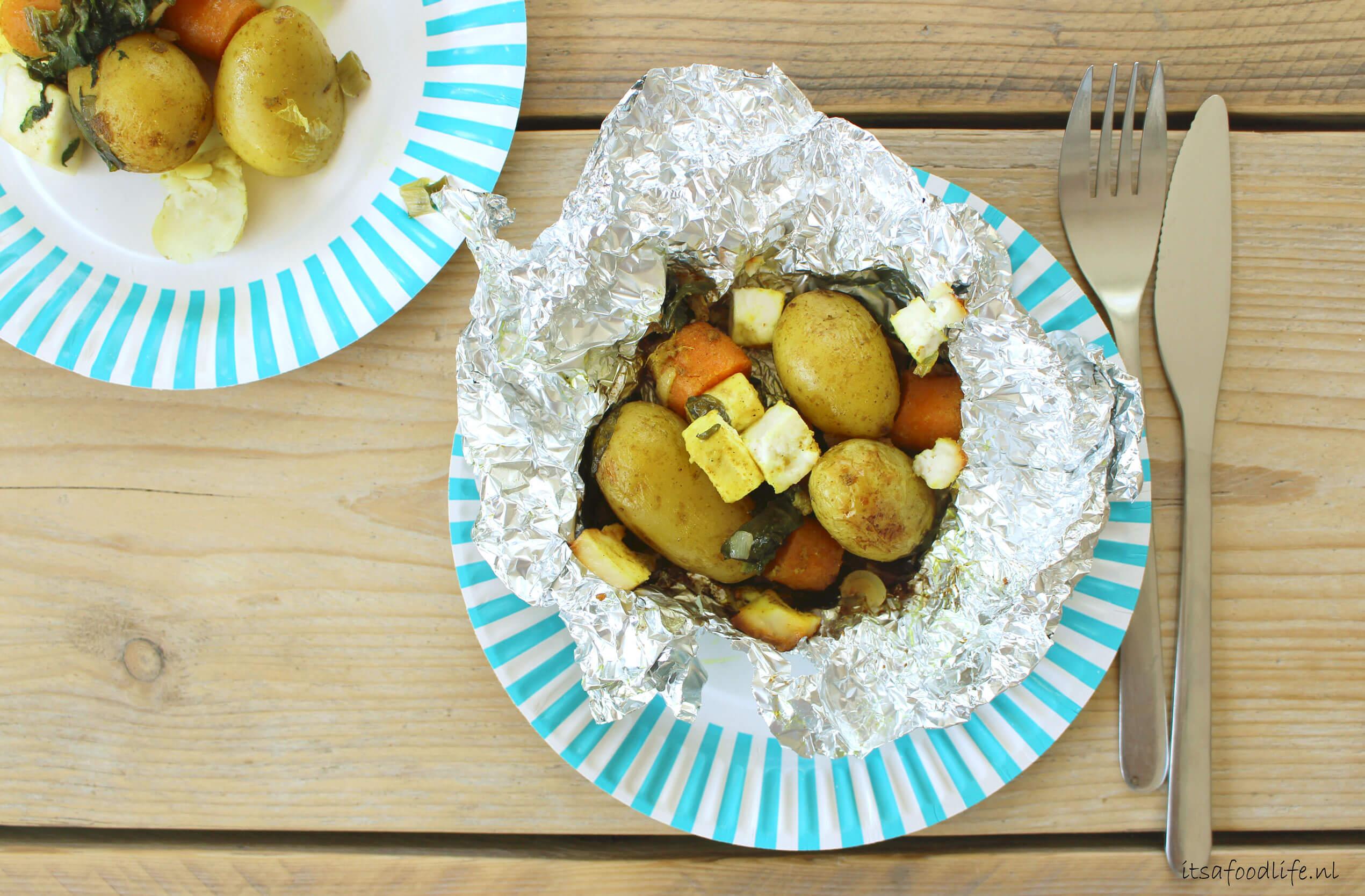 indiaas gevulde aardappelpakketjes. gepofte aardappels | It's a Food Life
