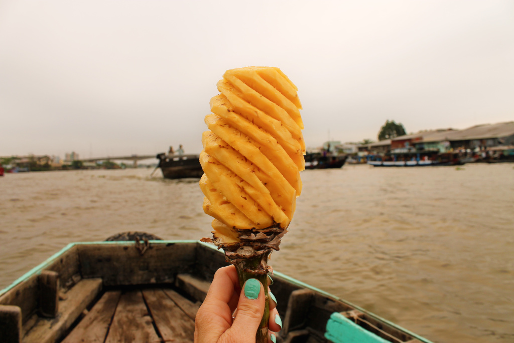 ananas bij floating maket Can Tho, Vietnam
