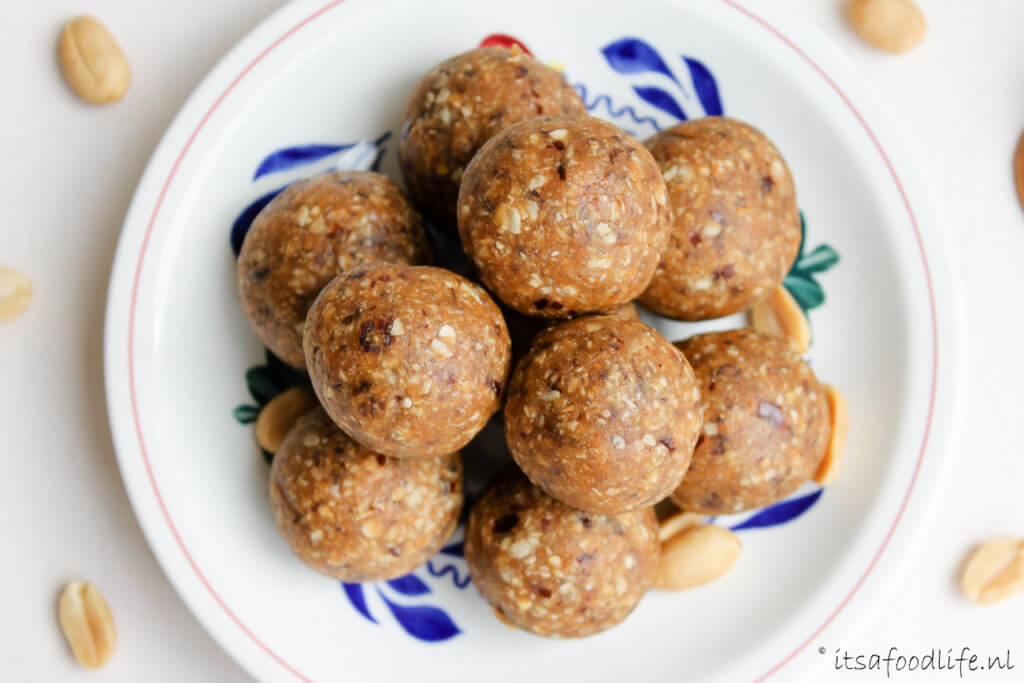 bliss balls. gezonde pindakaas balletjes | It's a Food Life