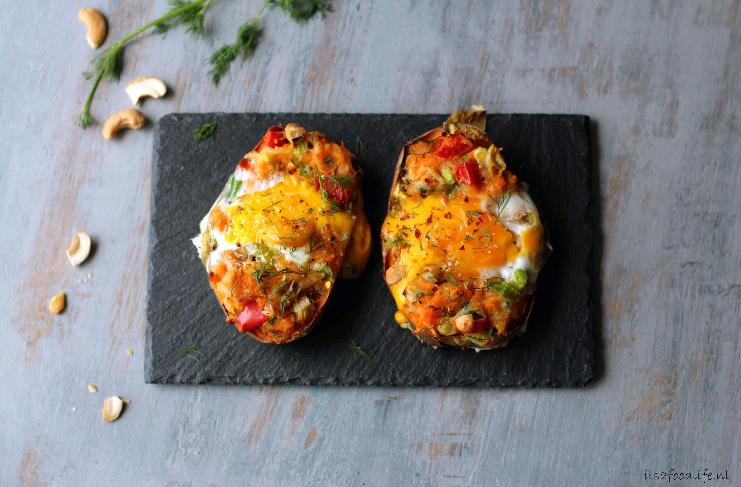 gevulde zoete aardappel uit de oven met ei en dille | It's a Food Life