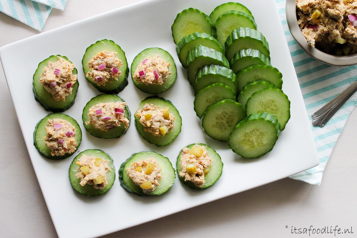 hapje: komkommer met makreelsalade - It's a Food Life