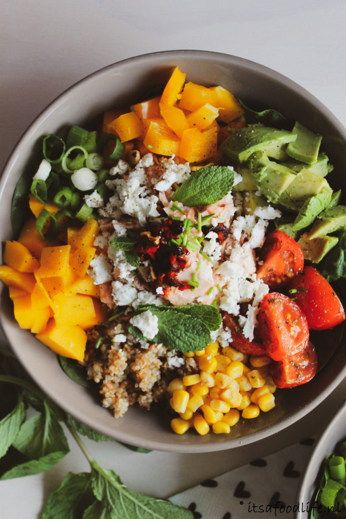 Recept voor een gezonde Foodbowl met zalm, quinoa en mango | It's a Food Life