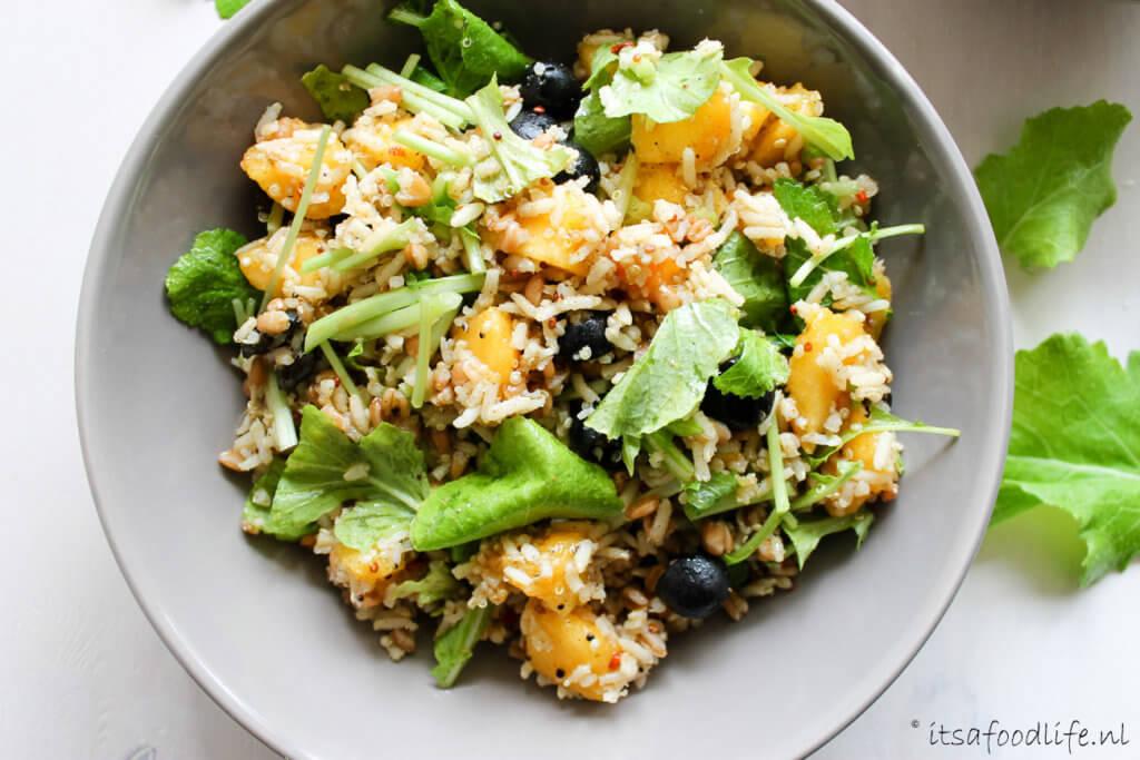 maaltijdsalade met raapstelen en ras el hanout rijst | It's a Food Life