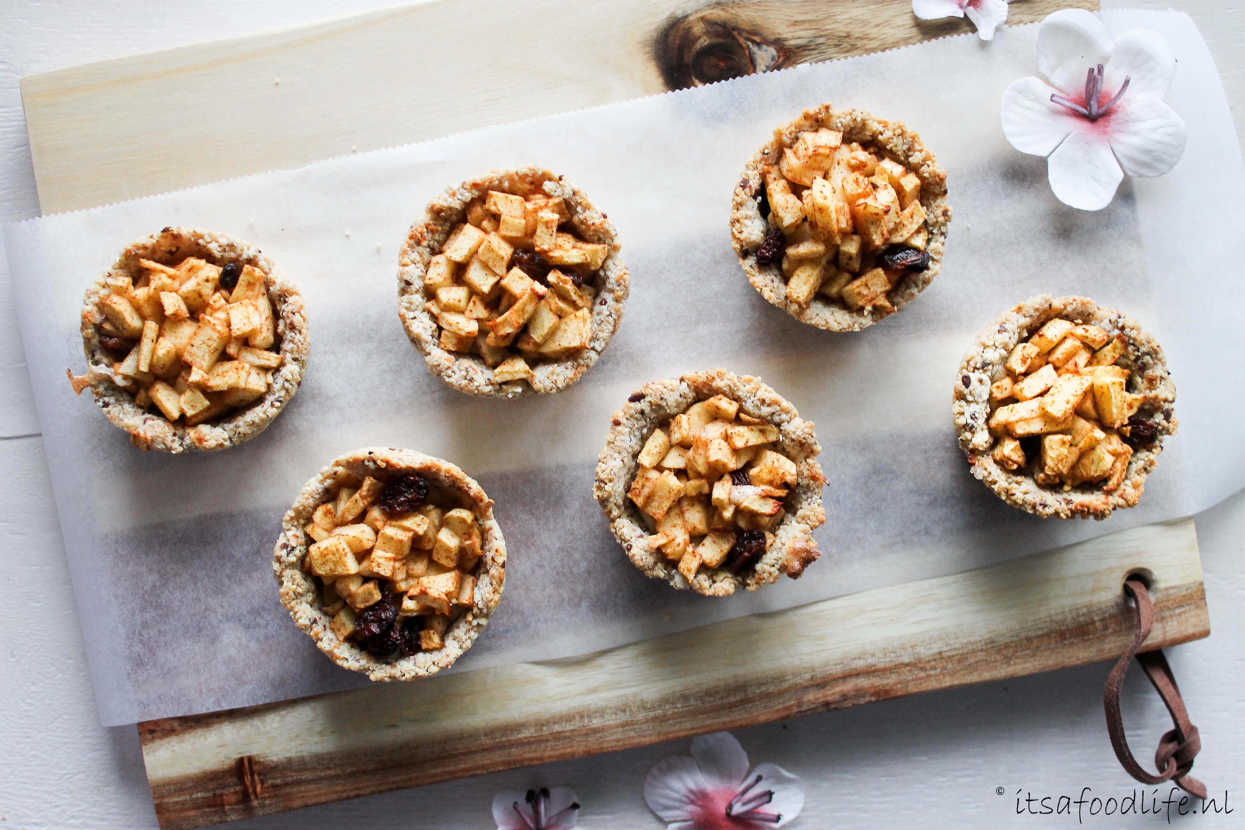 Mini appelgebakjes met amandeldeeg en amandelcustard | It's a Food Lif