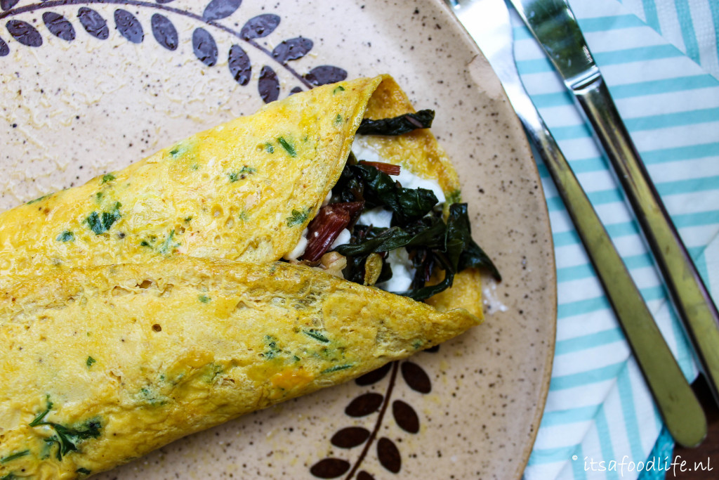 omelet met snijbiet, walnoten en cottage cheese | It's a Food Life