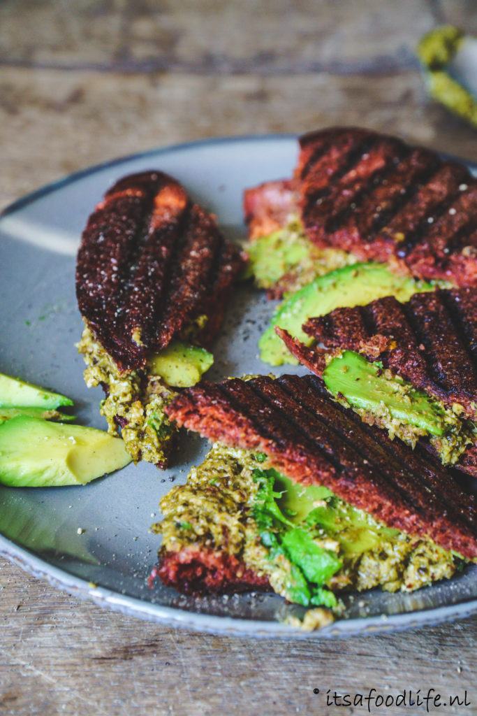 Recept voor tosti met pesto, avocado en feta | It's a food life