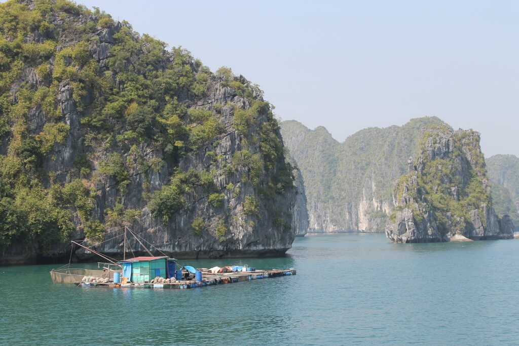 vissers huisje - Halong Bay, Vietnam - It's a Food Life