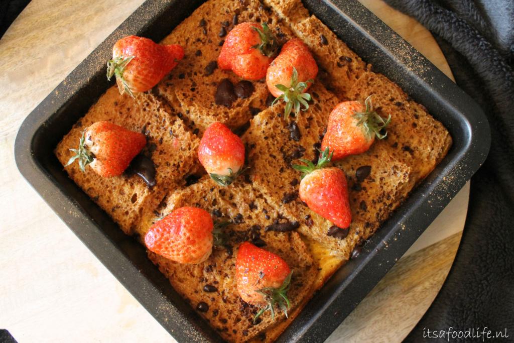 Makkelijk recept voor wentelteefjes uit de oven met aardbeien en chocolade | It's a Food Life
