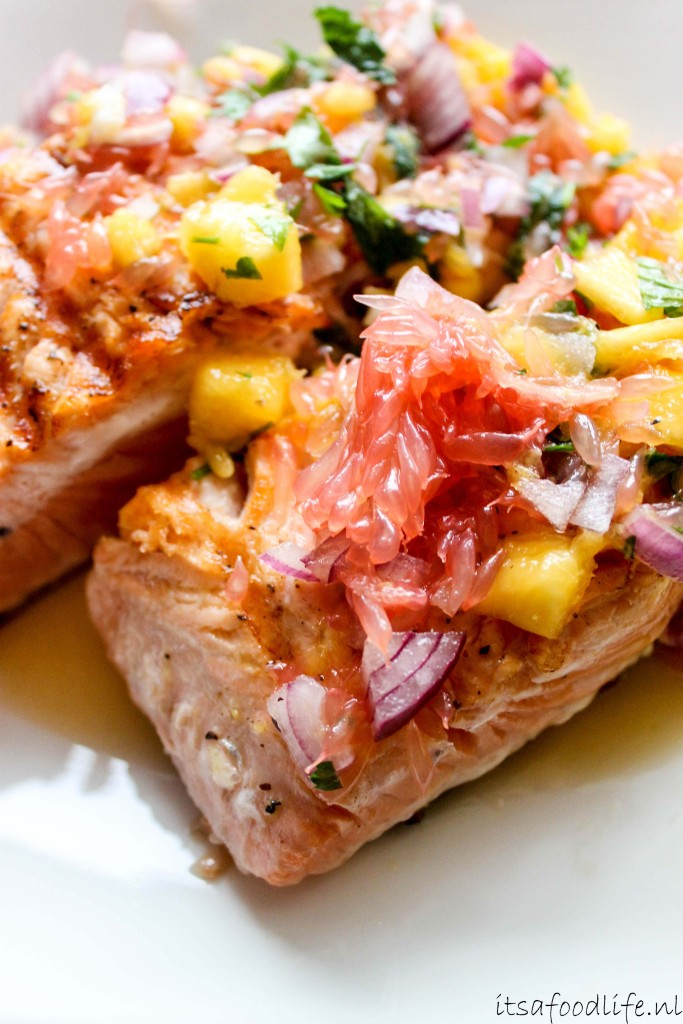 gegrilde zalm met perzik en grapefruit | It's a Food Life