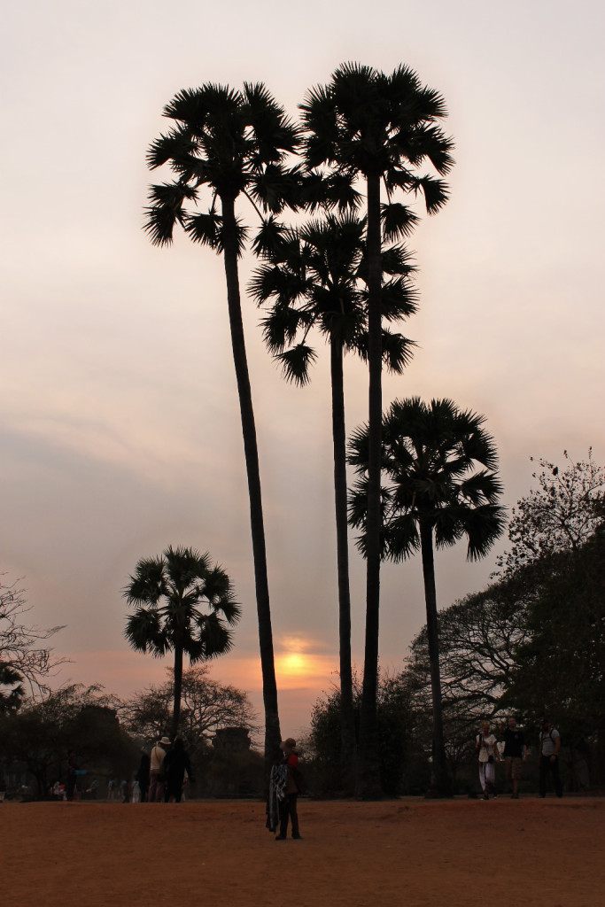 zonsondergang bij Angkor Wat - It's a Food Life